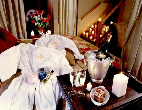 The Overlook Inn Bed and Breakfast: We offer many packages to make your stay extra romantic!