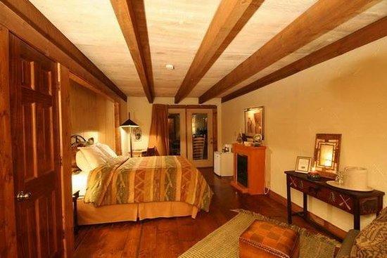The Overlook Inn Bed and Breakfast: Conquistador Full Room Shot