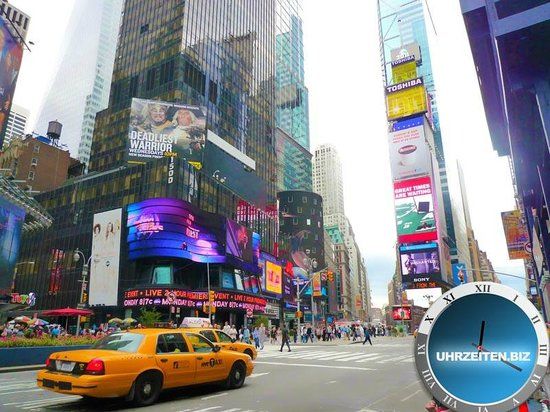 uhrzeit am time square in new york bild von times square new york city tripadvisor. Black Bedroom Furniture Sets. Home Design Ideas