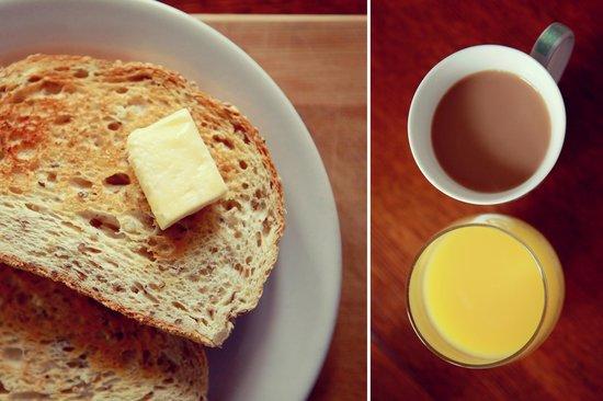 HI Montreal Hostel: Free Continental Breakfast