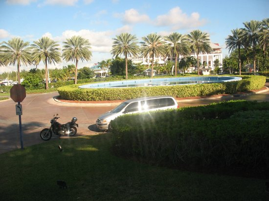 Grand Lucayan, Bahamas : in front of the grand lucyan