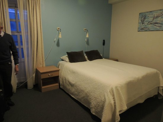 Hotel Leifur Eiriksson : double room facing the back