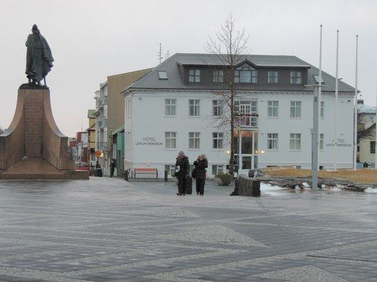 Hotel Leifur Eiriksson : hotel from church square