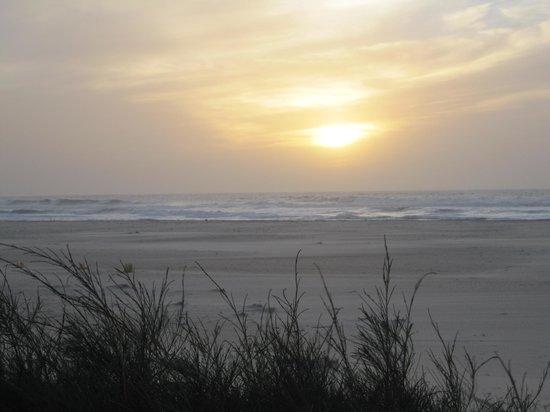Hotel Mermoz on the beach: vue de notre bungalow