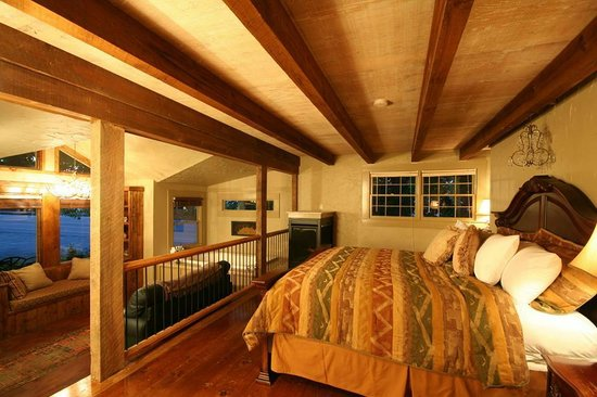 The Overlook Inn Bed and Breakfast: Celestial Suite