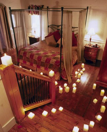 The Overlook Inn Bed and Breakfast: Romantic Candles in Grand Gahutti!