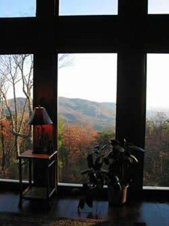 The Overlook Inn Bed and Breakfast: Council Room View!