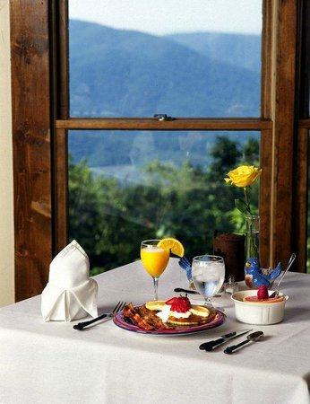The Overlook Inn Bed and Breakfast: One of the Many Breakfasts at The Overlook Inn!