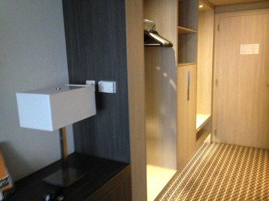 Van der Valk Hotel Maastricht : Entrance to room