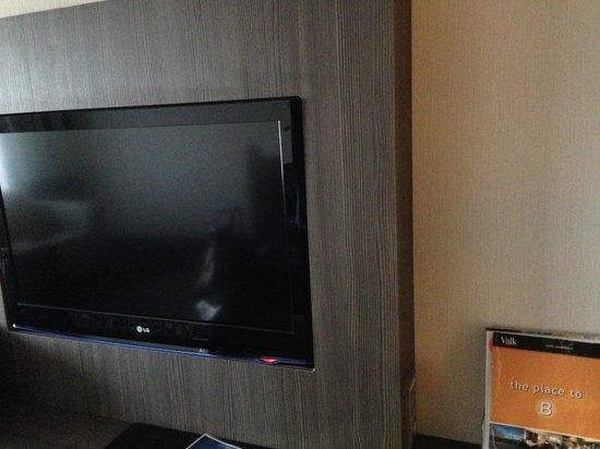 Van der Valk Hotel Maastricht : Television in room