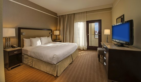 Embassy Suites by Hilton Alexandria-Old Town: Two-Room Balcony Suite