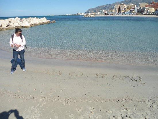 Hotel Vittoria : bem ao lado do hotel este maravilhoso mar...
