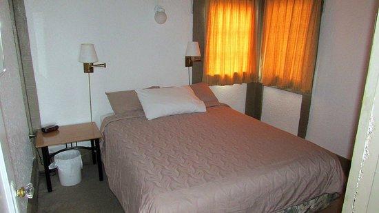 Qualicum Bay Resort: Cottgae #5 bedroom