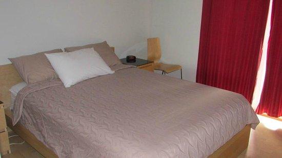 Qualicum Bay Resort: Cottage #6 bedroom