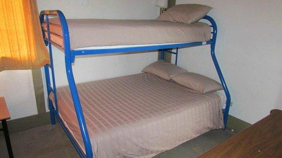 Qualicum Bay Resort: Cottage #5 bedroom