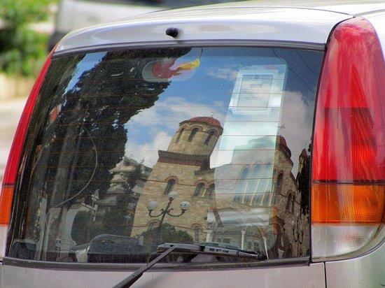 Athens Poseidon Hotel: De kerk op deze foto staat om de hoek van het hotel