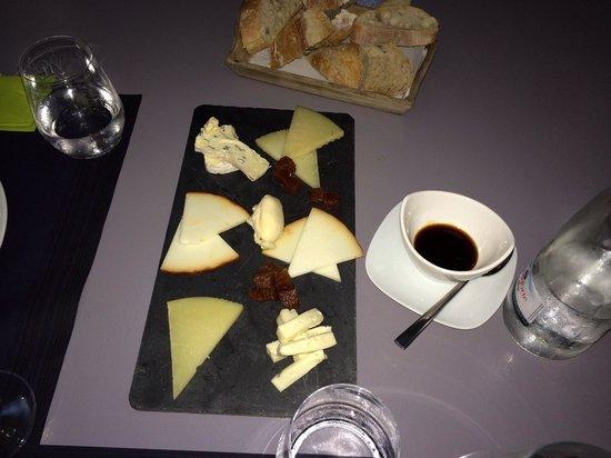 Gastrobar la Kocina: Tasty cheese platter!! Great!