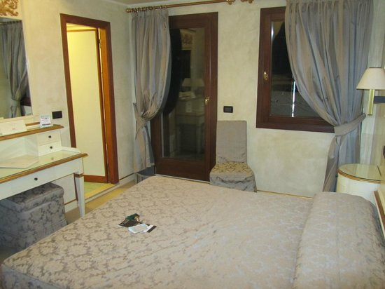 Hotel Carlton Capri: room 401