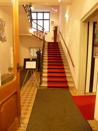 Hotel Altstadt Vienna: Stairs to reception
