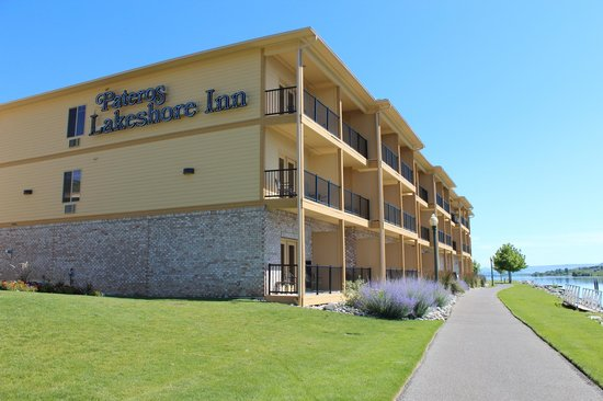 Howard's Lakeshore Inn: Elegance, comfort and tranquility are waiting for you!