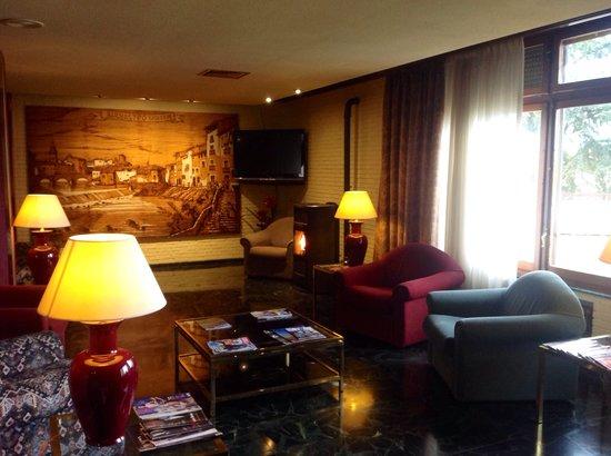 Hotel rey Sancho Ramírez: Hall recepción