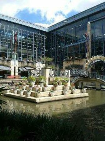 Shops at Rivercenter: Courtyard by the mall
