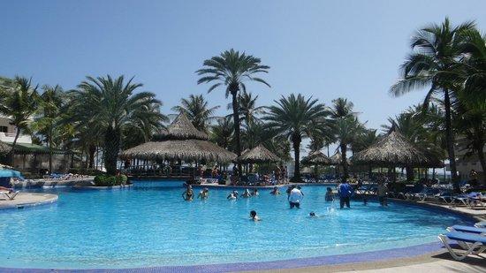 Isla Caribe Beach Hotel : piscina real