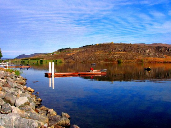 Howard's Lakeshore Inn : Columbia River at Pateros