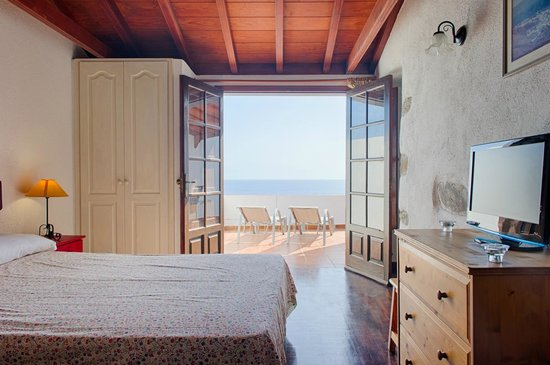 Villa Delfines: Bedroom and ocean views