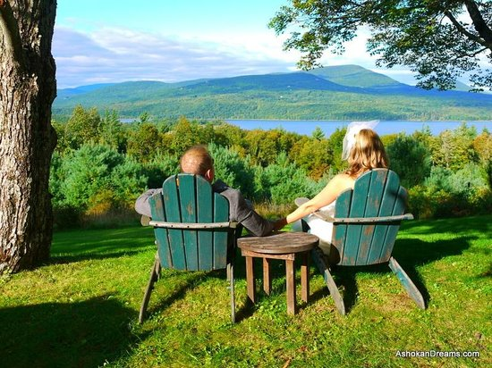 Ashokan Dreams B&B: Stunning Mountain and Reservoir Views