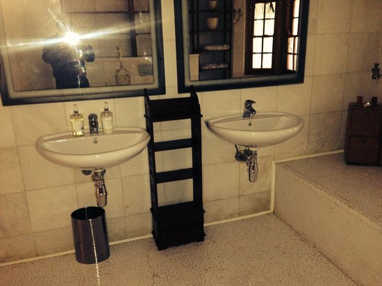House Higgo Boutique Guesthouse : Bathroom without door