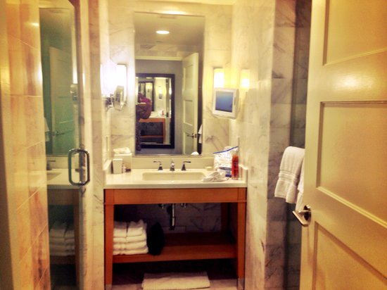 Fontainebleau Miami Beach : Bedroom bathroom #2 in the Versailles tower one bedroom ocean front suite