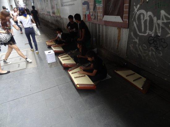 Siam Square: Street musicians in siam
