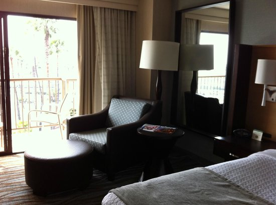 Crowne Plaza Redondo Beach & Marina : Chair is really comfortable for a snooze in afternoon sun