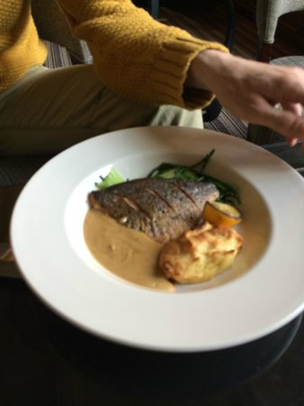 Grays Court Restaurant: Sea Bream