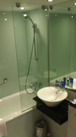 Staycity Aparthotels Laystall Street : Bathroom (1 Bed Apt)