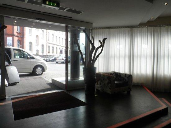 Bristol Hotel Frankfurt: Recepción