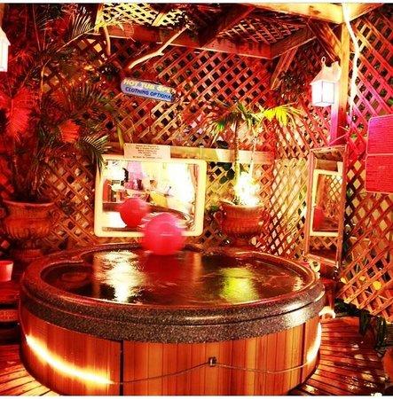 Villa Sinclair Beach Suites & Spa: The hot tub