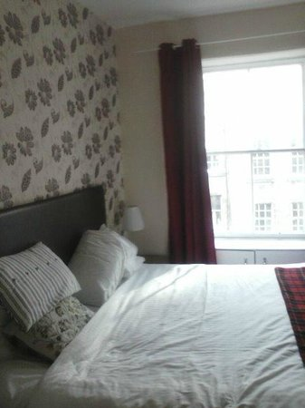 Stay Edinburgh City Apartments - Royal Mile : First apartment (bedroom)