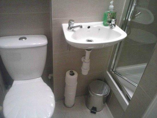 Stay Edinburgh City Apartments - Royal Mile: First apartment (bathroom)