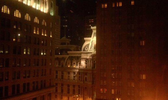 Philadelphia Marriott Downtown: City Hall is a block away