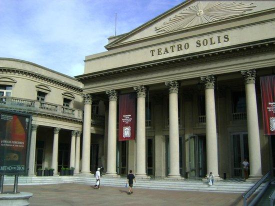 Theatre Solis : Frente do teatro