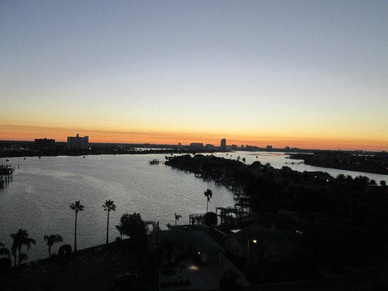 Pier House 60 Marina Hotel : From the 9th floor - sunset over the habor