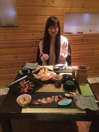 Sushikai: Très belle soirée. J'aime bien l'ambiance de ce resto, calme tranquille. Tout d'abord  les plats