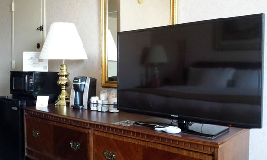 Quality Inn: 80 HD Channels 40
