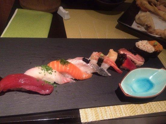 Sushikai: Sushi assortiment. Les poissons sont super frais, très belle décoration.