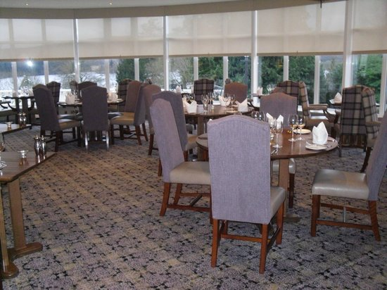 Macdonald Forest Hills Hotel & Spa: Dining Room
