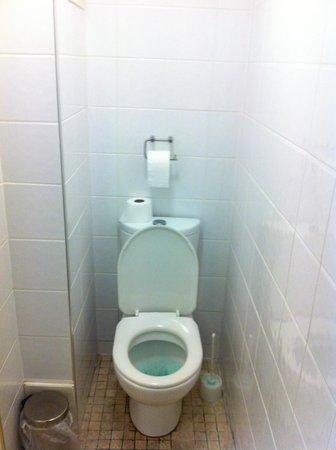 Crestfield Hotel: banheiro