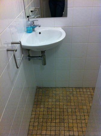 Crestfield Hotel : banheiro