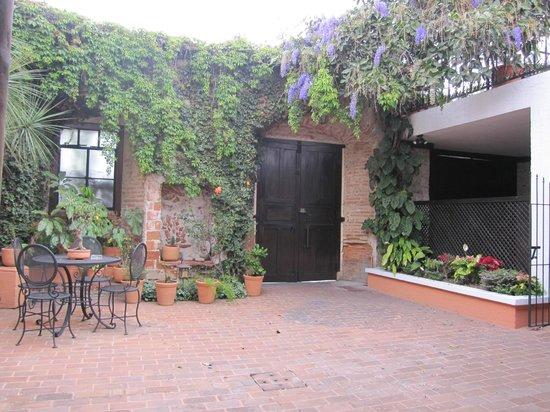 Hotel Casa Ovalle: Courtyard